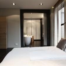 dom-na-kolibkach-sypialnia